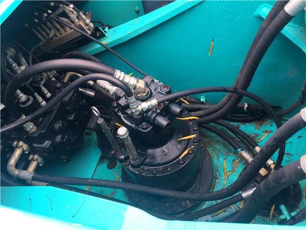 进口神钢260D中型二手挖掘机转让分配器