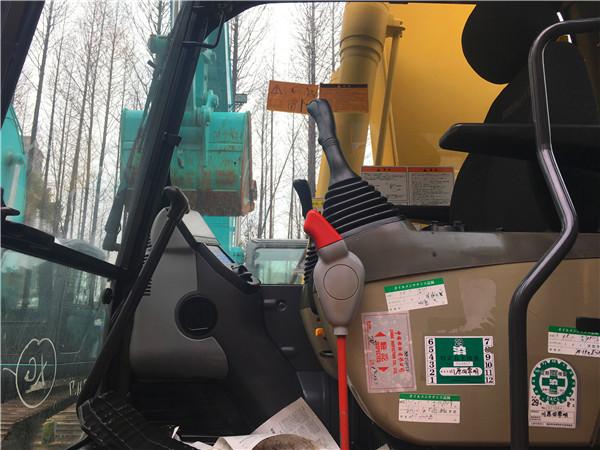 进口小松PC200-8二手挖掘机市场驾驶室