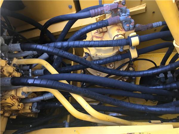 进口小松PC200-8二手挖掘机市场分配器