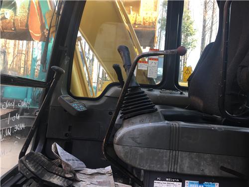 進口小松PC120-6EO二手挖掘機駕駛室