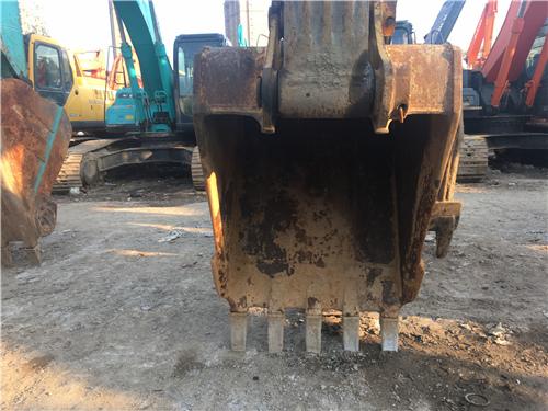 小松PC200-8中型二手挖机挖斗