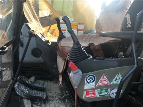 小松PC200-8中型二手挖机驾驶室