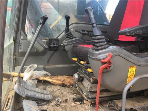沃爾沃EC240BLC中型二手挖掘機駕駛室