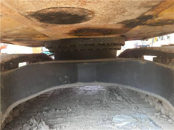 二手小松200-8挖掘機底盤