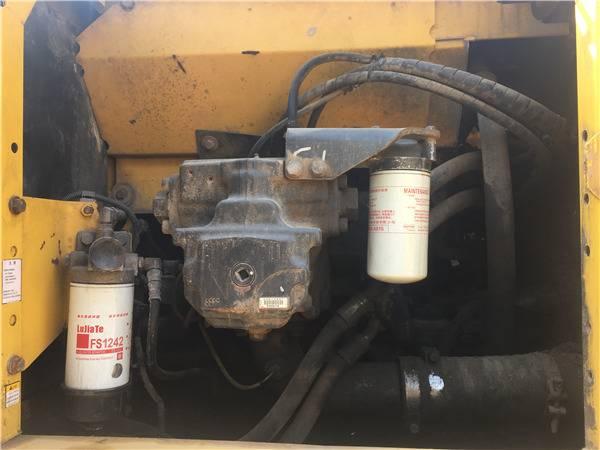 二手小松200-8挖掘機液壓泵