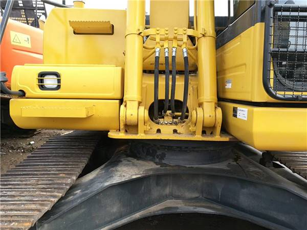 進口小松120-8二手挖掘機正面
