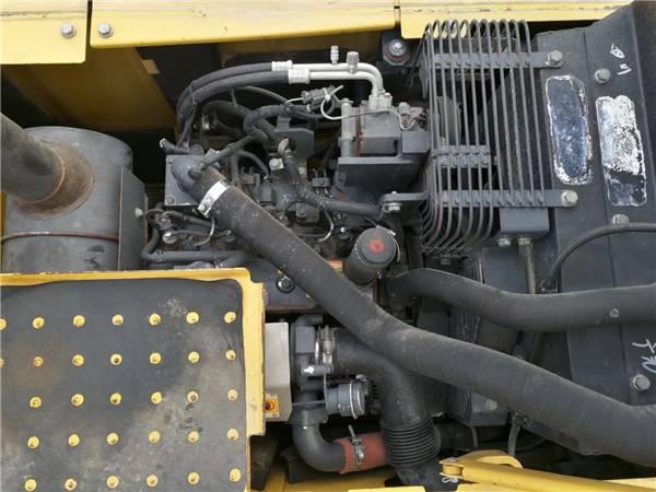 進口小松120-8二手挖掘機發動機