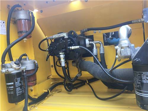 进口二手神钢260D挖掘机液压泵