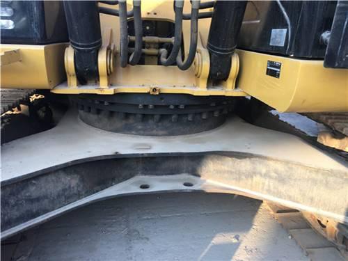 卡特323D二手挖掘機底盤