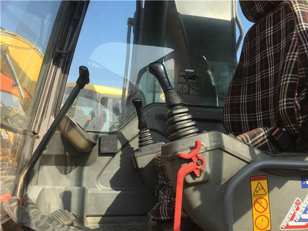 二手沃尔沃290挖掘机驾驶室
