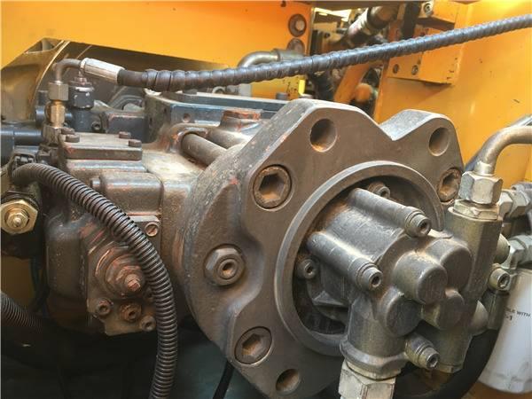 二手三一235挖掘機液壓泵