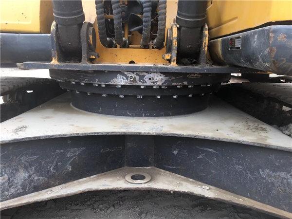 三一215-8s二手挖掘機底盤