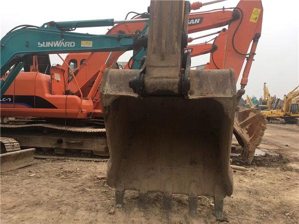 三一215-8s二手挖掘機挖斗